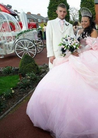 Ужасное свадебное платье с пышной юбкой