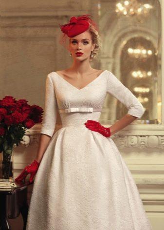 Винтажное свадебное платье с корсетом и юбкой