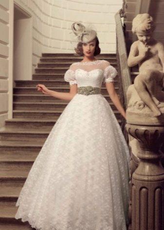 Пышное свадебное платье с рукавами фонариками в ретро стиле