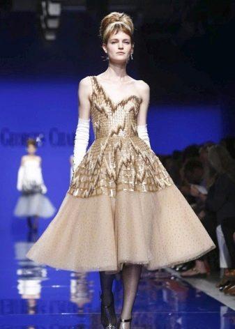 Бежевое вечернее платье короткое