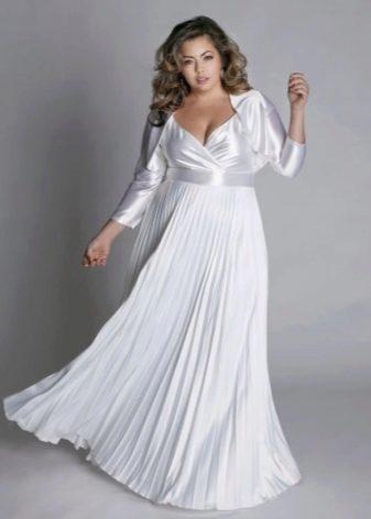 Вечернее платье для полных с юбкой плиссе