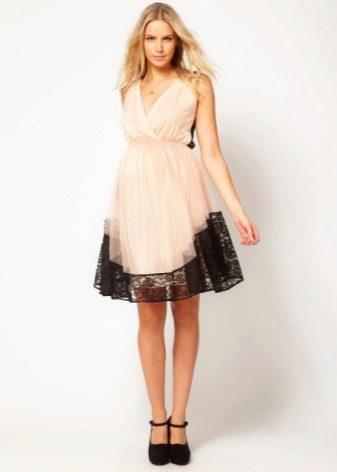 Вечернее платье для беременных с контрастным кружевом