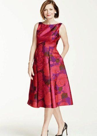 Короткое вечернее платье а-силуэта для мамы жениха