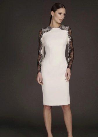 Короткое платье вечернее с ажурными рукавами