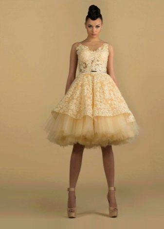 Короткое пышное желтое платье