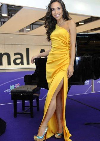 Красивое желтое вечернее платье