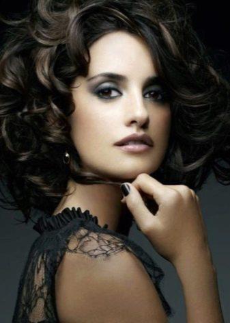 Вечерний макияж под черное платье