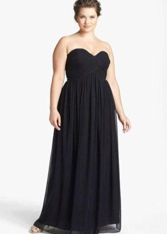 Вечернее черное платье в пол для полных с открытыми плечами