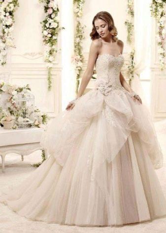 Свадебное платье декоррированное