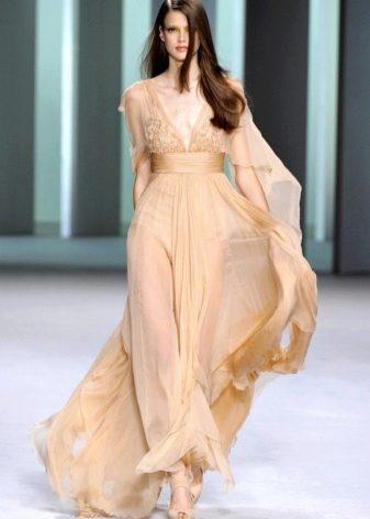 Вечернее платье бежевое из шифона с декольте