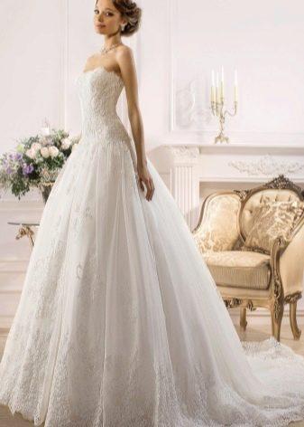 Пышное свадебное платье с заниженной талией от Навиблю