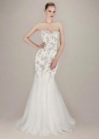 Свадебное платье с вышивкой и жемчугом