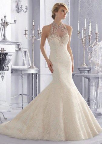 Свадебное платье русалка с жемчугом на кружеве