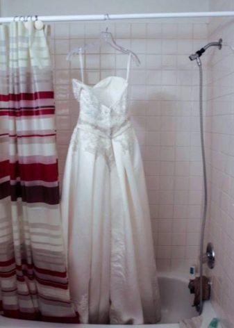Сушка свадебного платья на тремпеле