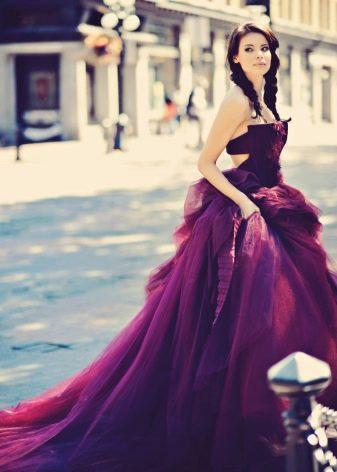 Красивое цвета баклажан платье