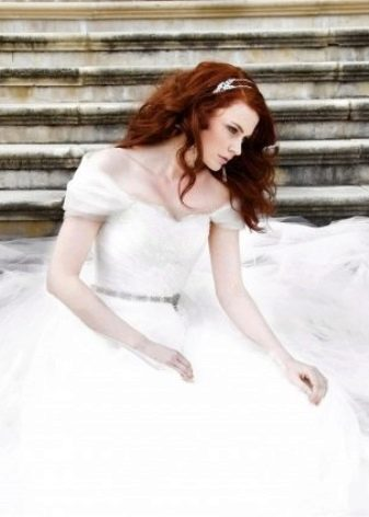 Белое свадебное платье для рыжеволосой девушки