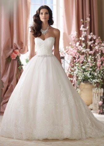 Белое свадебное платье для брюнетки