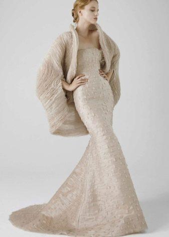 c7de0c0558d Свадебное платье кремового цвета
