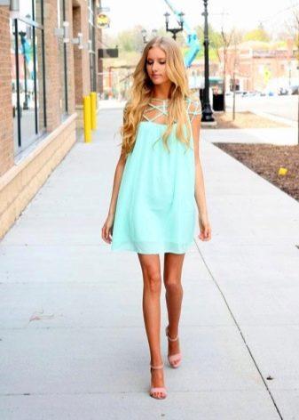 Бирюзовое платье для для светловолосой девушки