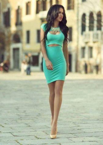 Платье-футляр бирюзового цвета