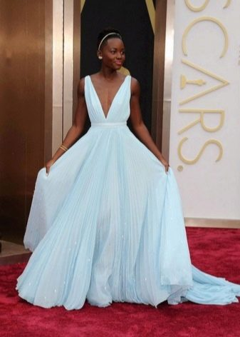 Голубое платье максимальной длины