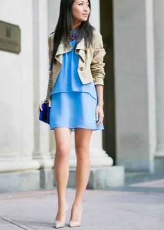 Светлые туфли к голубому платью