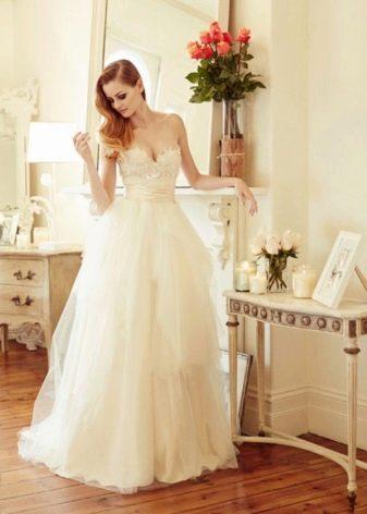 Свадебное платье слоновой кости