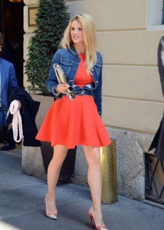 Платье кораллового цвета с джинсой