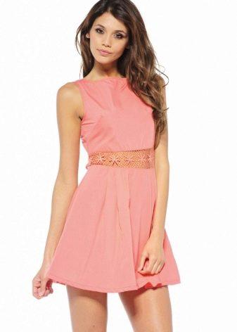 Платье кораллового цвета длины мини