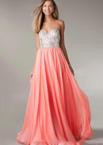 Коралловое платье с розово-персиковым оттенком