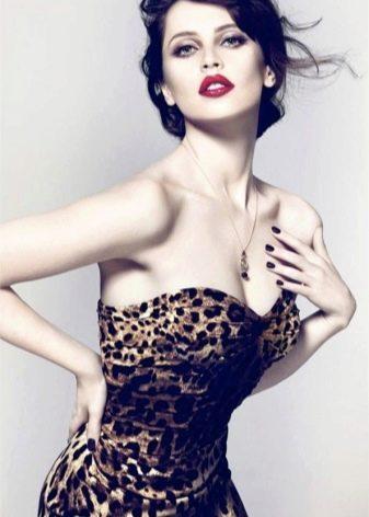 Макияж к сексуальному леопардовому платью
