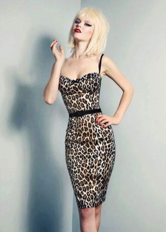 Соблазнительное леопардовое платье