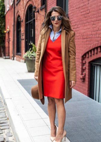 Оранжевое платье в сочетание с коричневым
