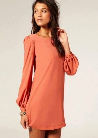 Оранжевое платье мини длины