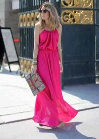 Летнее длинное платье цвета фуксии