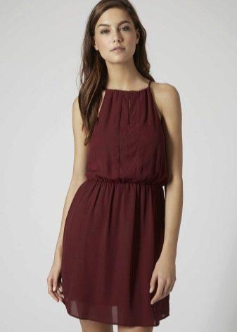 Короткое шифоновое платье цвета марсала