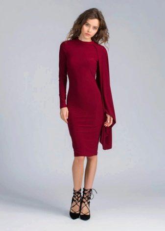 Платье винного цвета средней длины