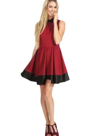 Винное платье с бордовыми туфлями