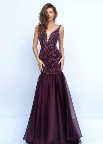 Красивое платье винного цвета со стразами