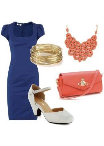 Оранжевые аксессуары к темно-синему платью