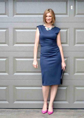 Розовые туфли к платью темно синего цвета