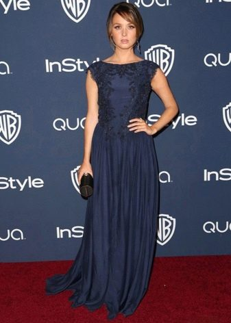 Максимально длинное платье темно синего цвета