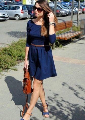 Темное синее платье длины мини