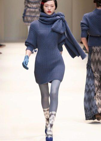 Платье-свитер вязаное с шарфом