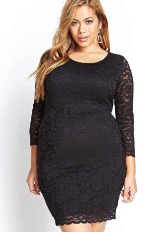 Кружевное короткое черное платье для полных