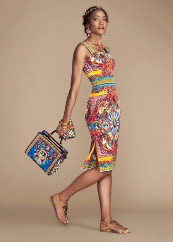 Подбор украшения к цветному платью
