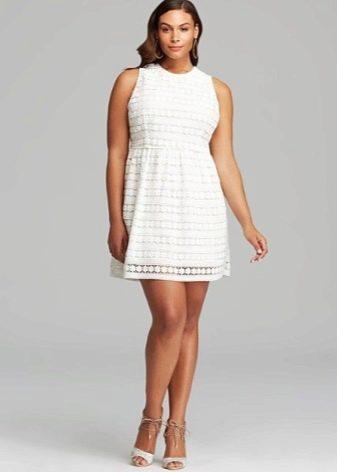 Короткое платье для полных, скрывающее живот