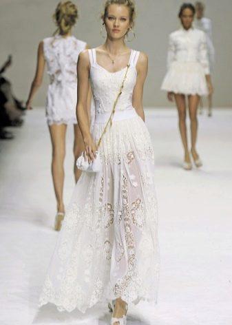 Снежно белое платье