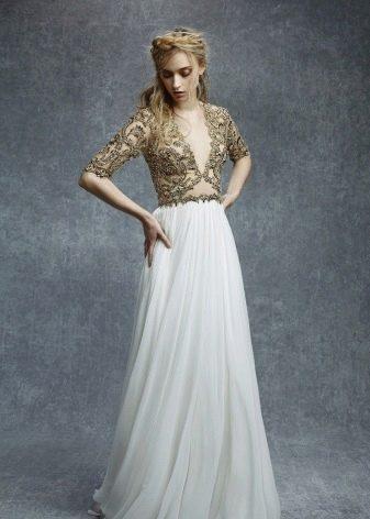 Платье цвета слоновой кости для блондинки