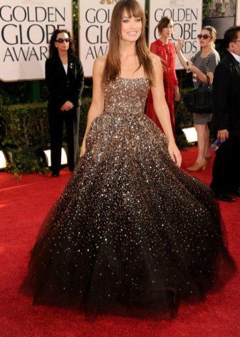 Коричневое платье блестящее красивое
